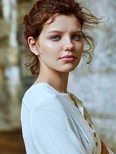 Chloe Levine